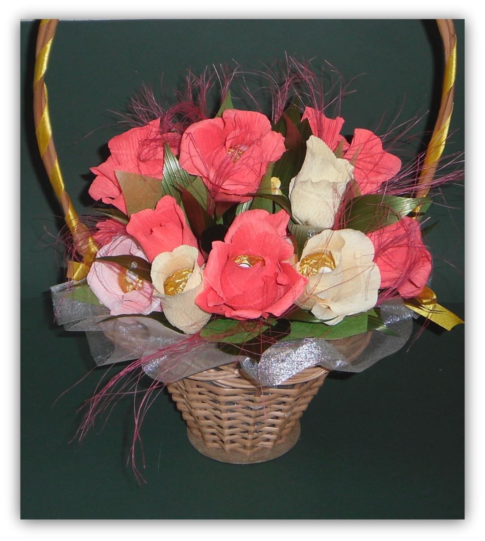 Композиция «Корзина с цветами из конфет» Мастер-класс своими руками 33